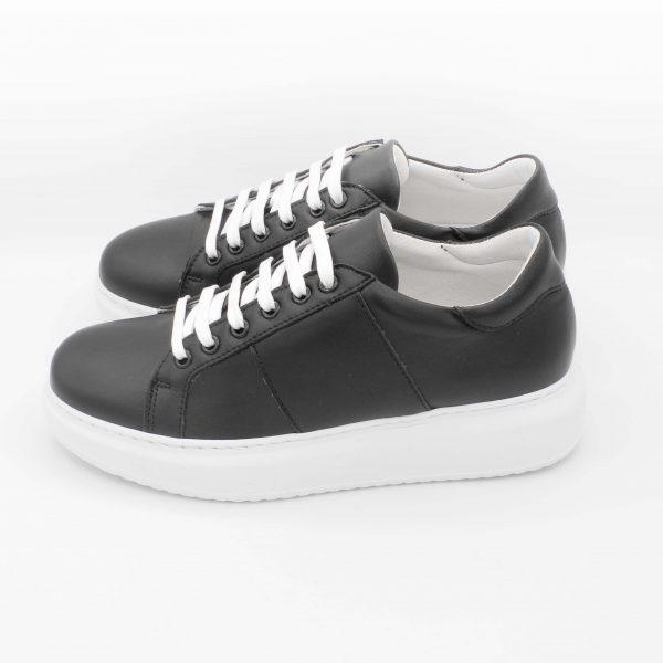 sneakers-donna-in-pelle-nera-con-fondo-maxi