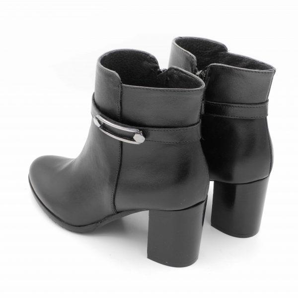 stivaletti-in-pelle-nera-con-accessorio-e-tacco-7-5