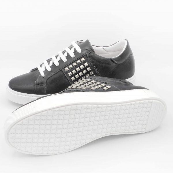 sneakers-donna-in-pelle-nera-con-fascia-borchiata