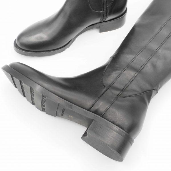 stivali-in-pelle-nera-con-cerniera-affusolati-in-caviglia