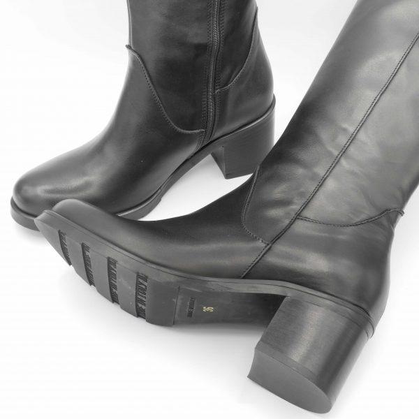 stivali-in-pelle-nera-con-cerniera-e-tacco-medio
