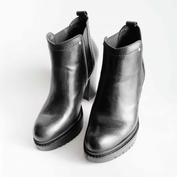 tronchetti-in-pelle-nera-con-tacco-9-e-plateau-carrarmato